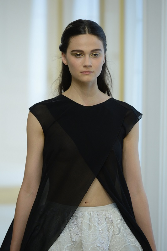 ClioMakeUp-alta-moda-Parigi-cat-eye-Dior-modelle-trucco-beauty-look-eye-liner-modelle-runway-13-oro