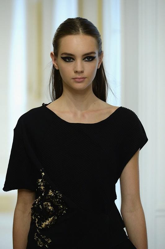 ClioMakeUp-alta-moda-Parigi-cat-eye-Dior-modelle-trucco-beauty-look-eye-liner-modelle-runway3.jpg