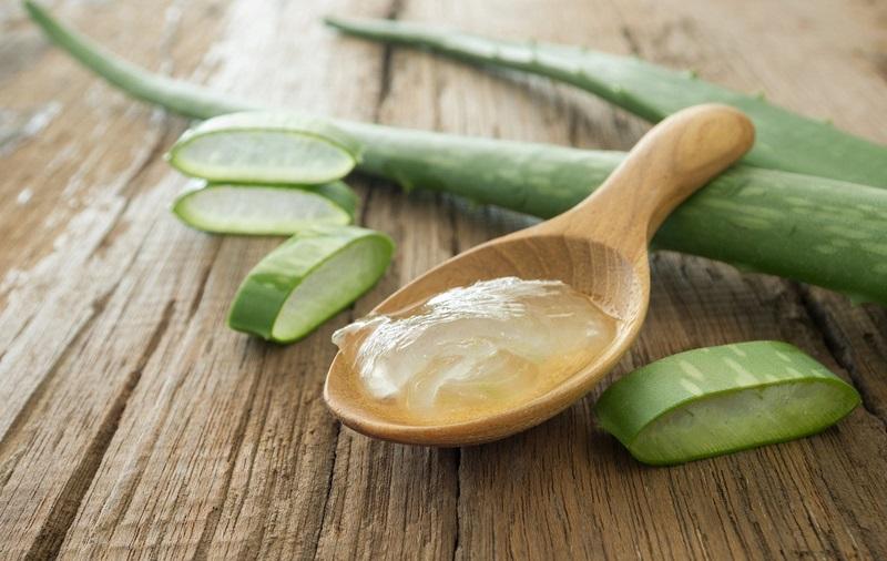 ClioMakeUp-brufoli-estate-caldo-sudore-cure-rimedi-trattamenti-aloe-vera-gel