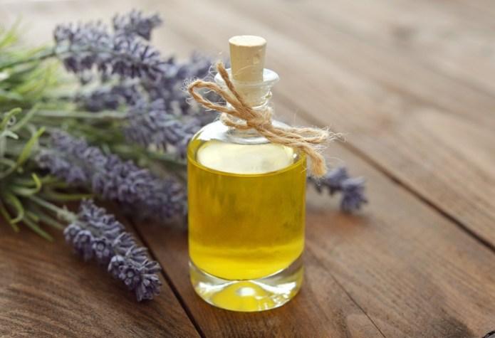 ClioMakeUp-brufoli-estate-caldo-sudore-cure-rimedi-trattamenti-olio-essenziale-di-lavanda