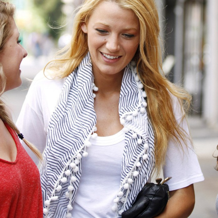39db8e24dc65 Tante idee su come indossare il foulard in estate
