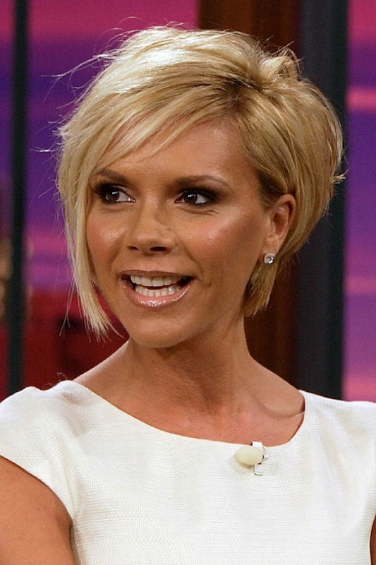 ClioMakeUp-denti-celebrity-dopo-trattamenti-sbiancanti-Victoria-Beckham