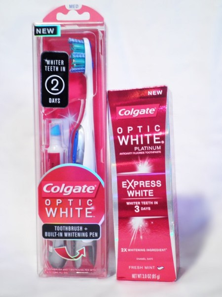 ClioMakeUp-denti-celebrity-dopo-trattamenti-sbiancanti-spazzolino-penna-Colgate