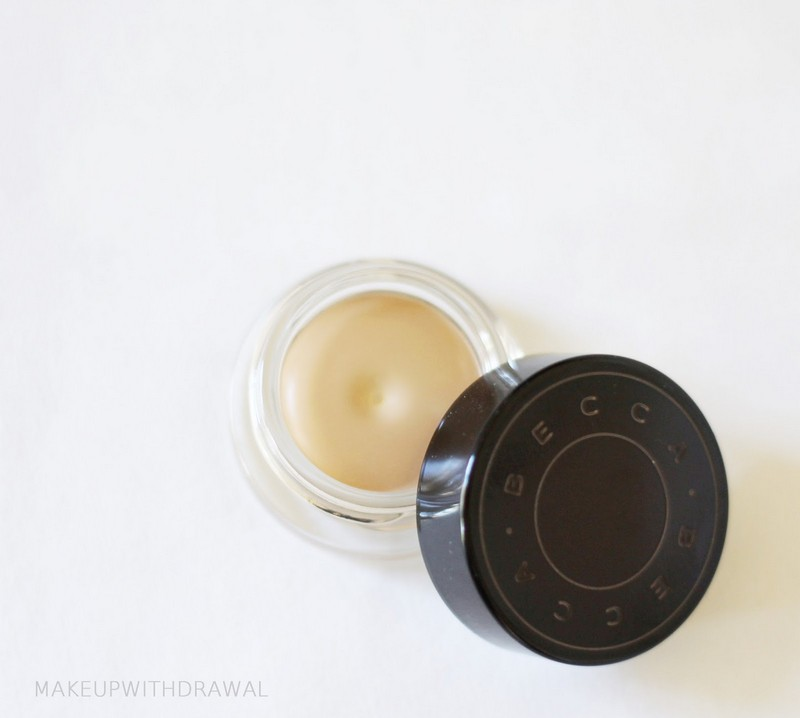 ClioMakeUp-kylie-Jenner-make-up-routine-mattino-18-step-base-correttore