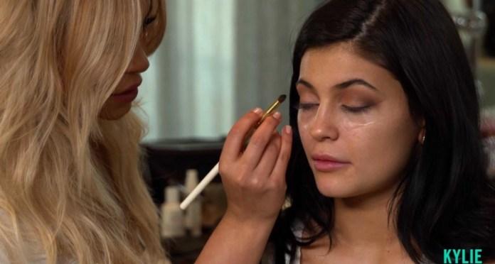 ClioMakeUp-kylie-Jenner-make-up-routine-mattino-18-step-make-up-artist.jpg