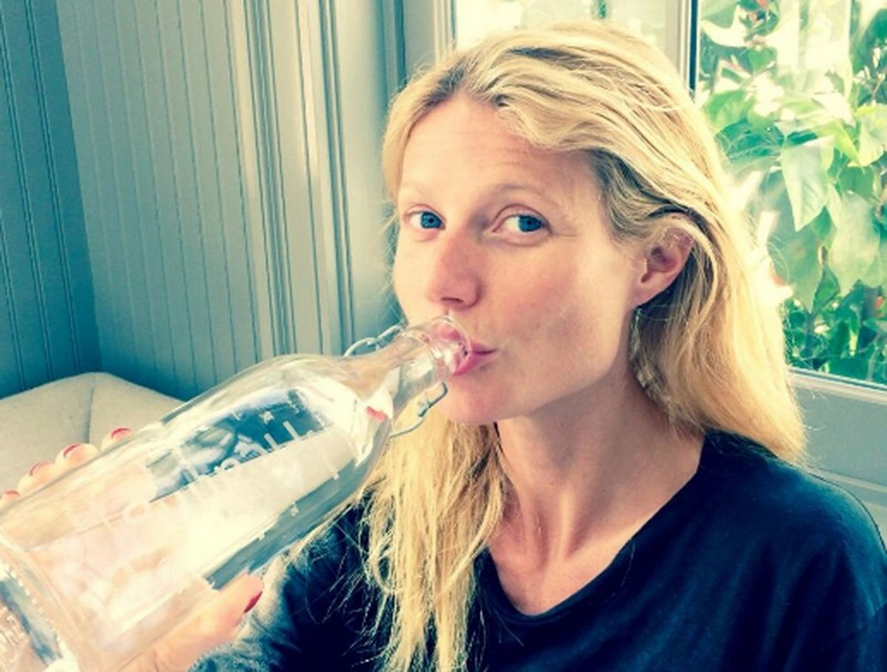 ClioMakeUp-ritenzione-idrica-rimedi-naturali-e-non-bere-acqua-gwyneth-paltrow