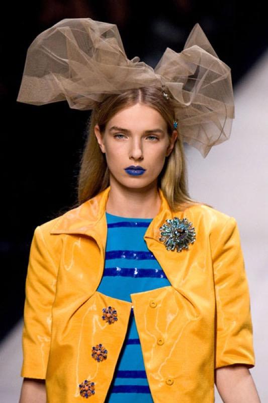 ClioMakeUp-rossetto-blu-look-come-indossarlo-abbinamenti-star-celebrity-brand-louis-vuitton-2008