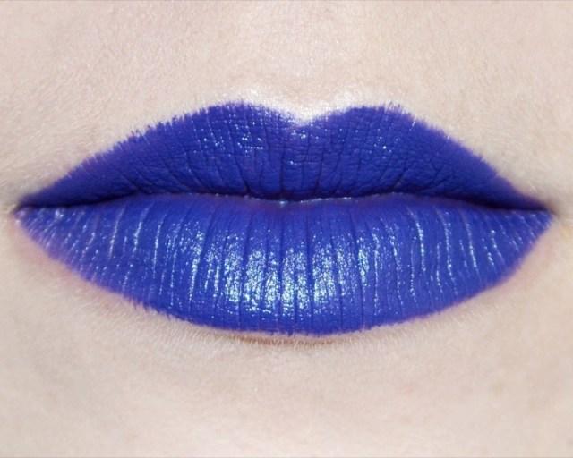 ClioMakeUp-rossetto-blu-look-come-indossarlo-abbinamenti-star-celebrity-brand-mac