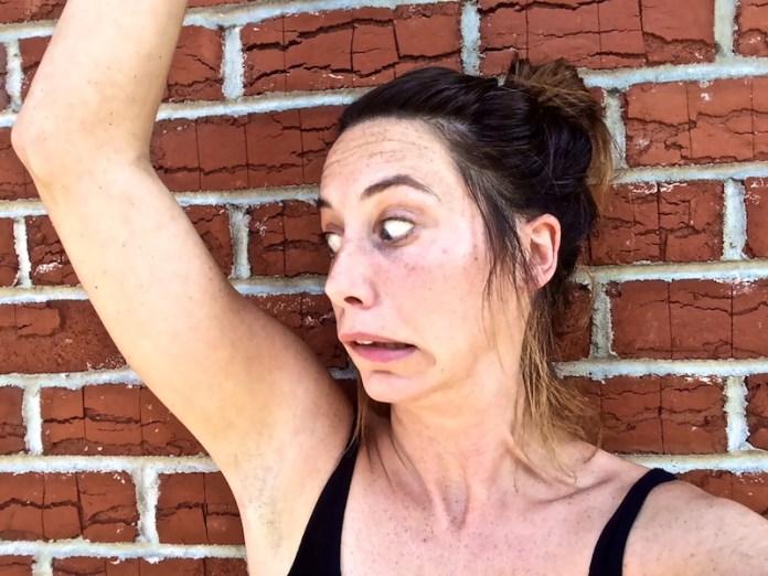cliomakeup-errori-deodorante-2-imbarazzo