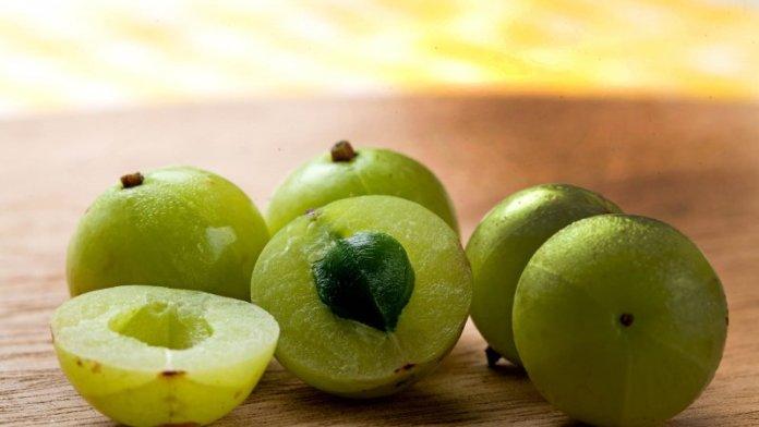 ClioMakeUp-cicatrici-rimuoverle-coprirle-rimedi-naturali-medicina-amla-frutto.jpg