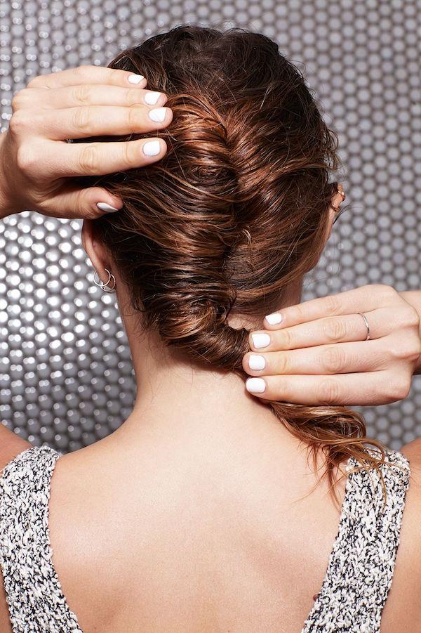 cliomakeup-acconciature-capelli-bagnati-2-french-twist
