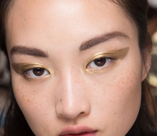 cliomakeup-trucco-veloce-eyeliner-oro