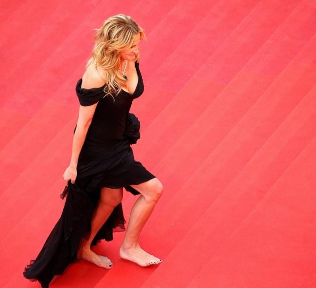 ClioMakeUp-outfit-per-chi-odia-tacchi-glamour-comode-julia-roberts-piedi-nudi
