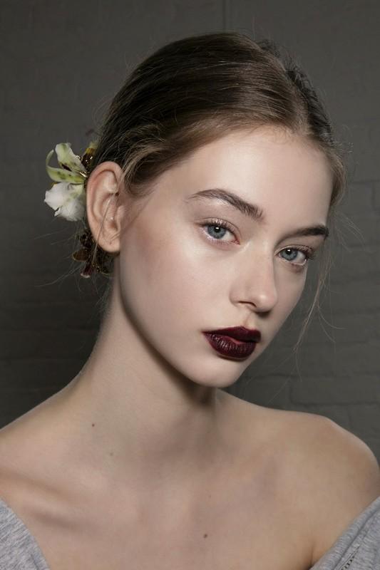 ClioMakeUp-trend-labbra-autunno-inverno-tinte-scure-bordeaux-cream