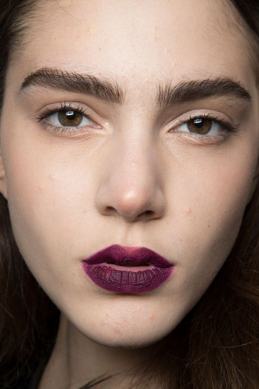 ClioMakeUp-trend-labbra-autunno-inverno-tinte-scure-vinaccia-opaco