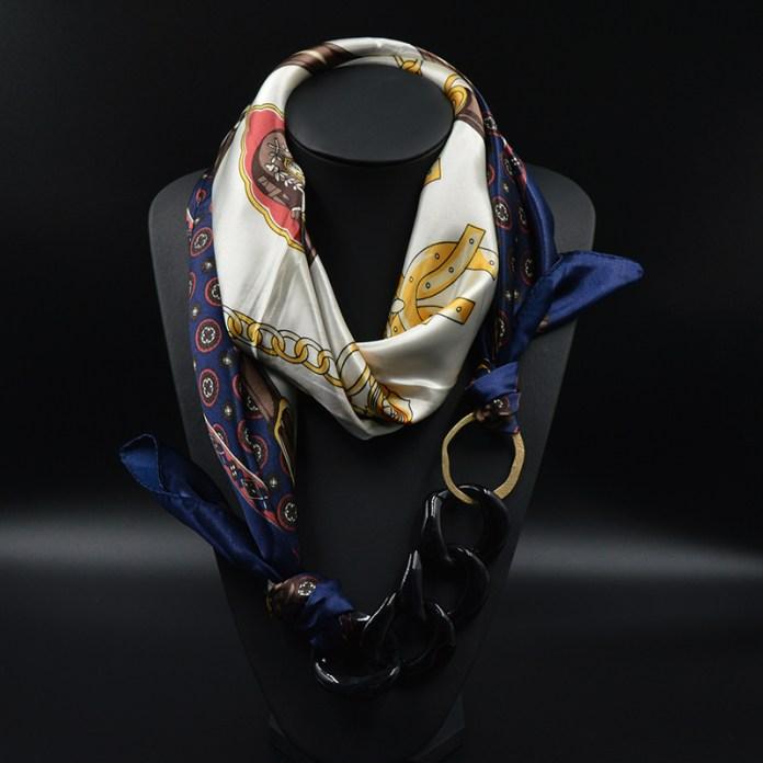 ClioMakeUp-acessori-economici-dettagli-outfit-foulad-collana
