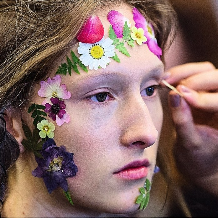 ClioMakeUp-beauty-look-fashion-week-primavera-estate-2017-fiori-secchi-preen-by-thorton-bregazzi