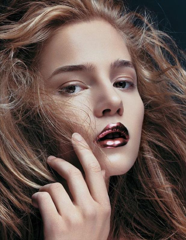 ClioMakeUp-metallico-metallizzato-trucco-makeup-rossetto-labbra-ombretto-smalto-metal-glitter-21