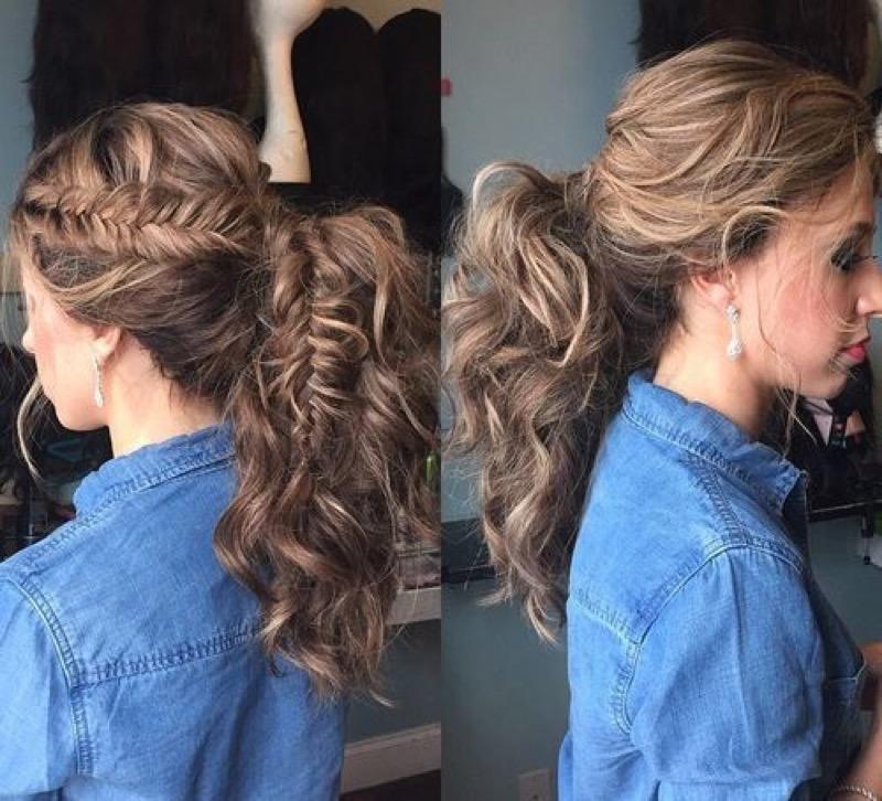 Capelli mossi lunghi coda
