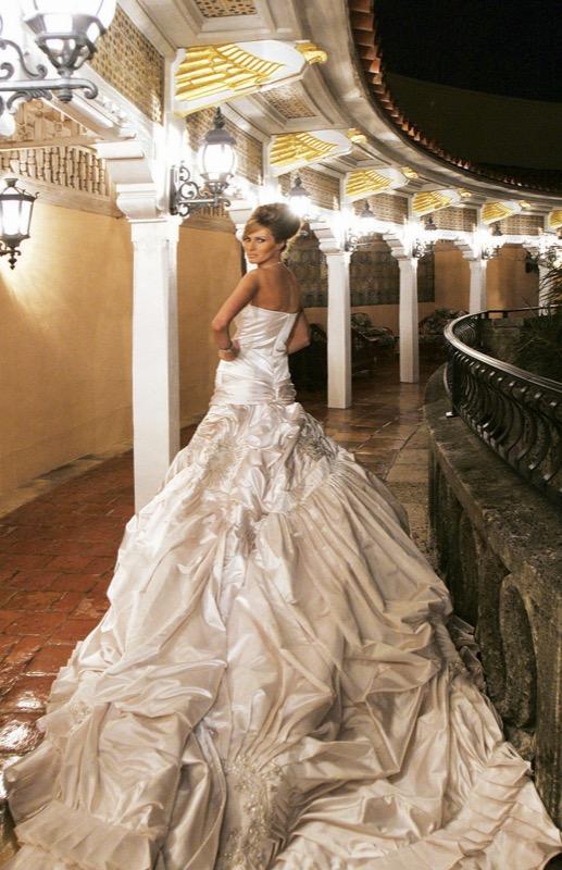 Vestiti Da Sposa A 400 Euro.Gli Abiti Da Sposa Piu Costosi Di Sempre Delle Star