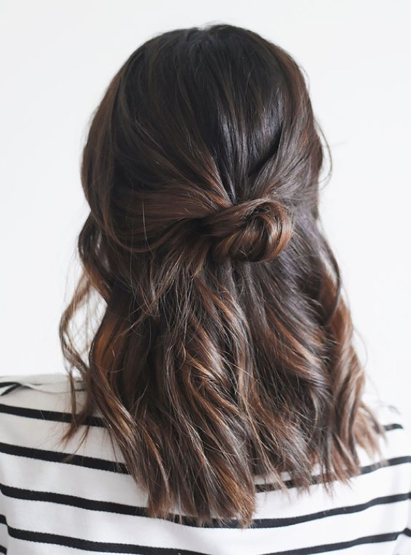 Acconciature semiraccolto capelli medi