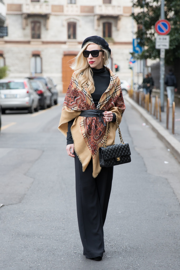 ClioMakeUp-come-vesto-natale-amiche-cappa-mantella-cintura-vintage-Burberry-wool-shawl-Chanel-medium-classic-flap-bag-black-with-gold-hardware-how-to-wear-leather-Obi-wrap-belt-Milan-Fashion-Week-AW16-street-style