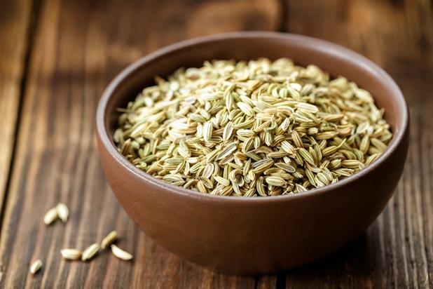 ClioMakeUp-tisane-te-sgonfianti-dopo-pasto-digestive-10-erbe-inverno-semi-di-finocchio