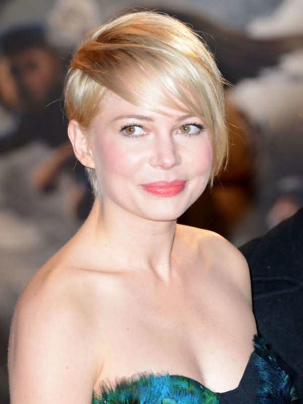 ClioMakeUp-doppio-mento-contouring-capelli-accessori-michelle-williams