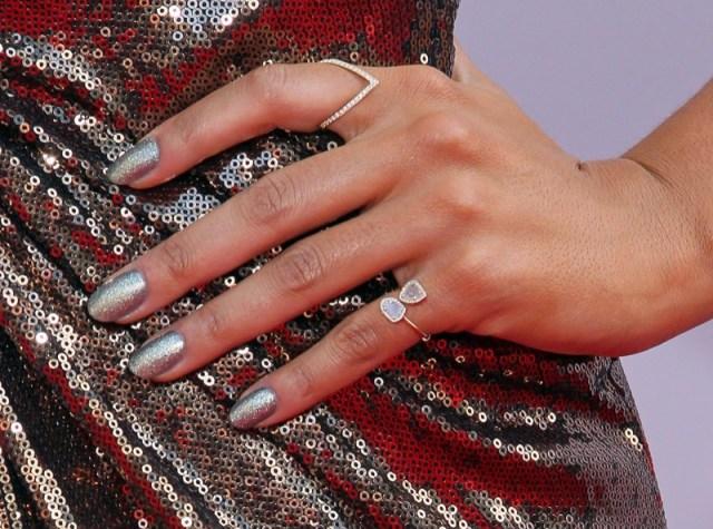 ClioMakeUp-mani-unghie-smalto-giovani-abbronzate-snelle-glitter