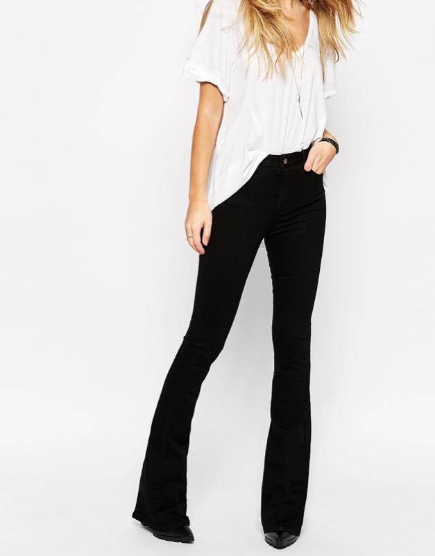 f21cf9cddb I pantaloni a zampa a chi stanno meglio come abbinarli