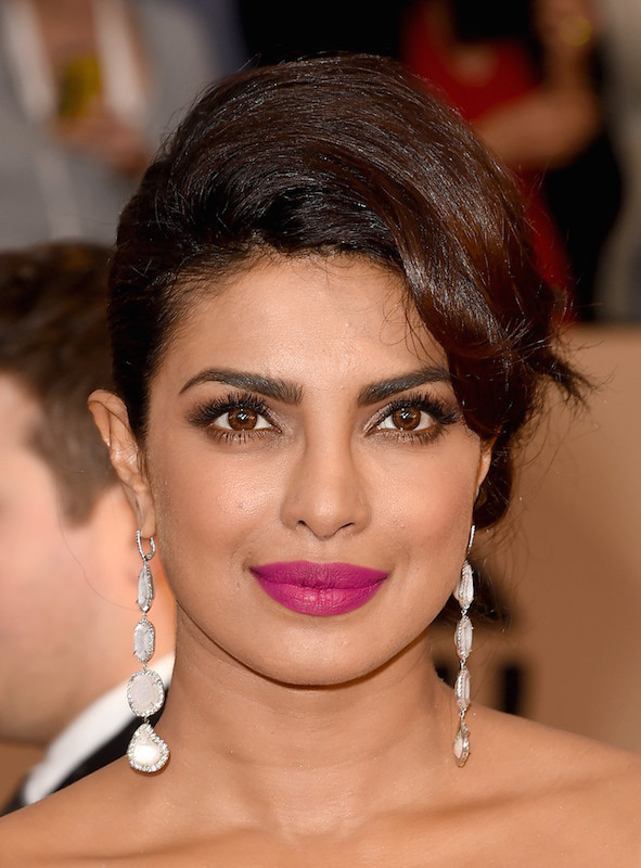 ClioMakeUp-rosa-indiano-look-makeup-outfit-celebrities-priyanka-chopra-2016-sag-makeup