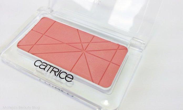 ClioMakeUp-trend-pesca-trucco-occhi-labbra-viso-blush-sophie-turner-makeup-27