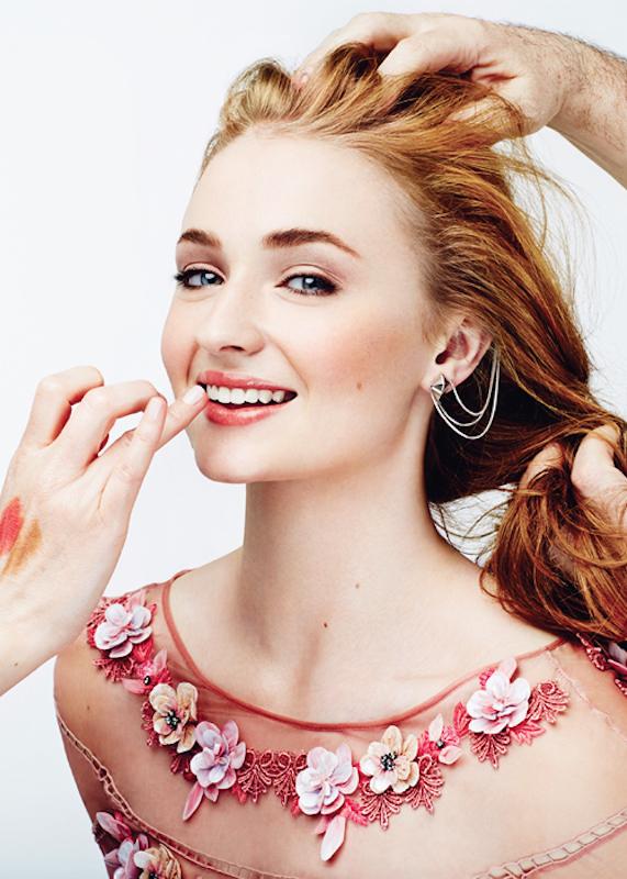 ClioMakeUp-trend-pesca-trucco-occhi-labbra-viso-blush-sophie-turner-makeup-cover