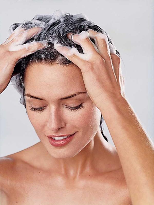 ClioMakeUp-massaggio-cuoio-capelluto-benefici-shampoo