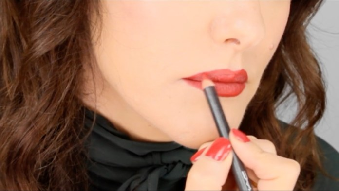 ClioMakeUp-ingrandire-labbra-voluminose-trucco-lisa-elridge-youtube