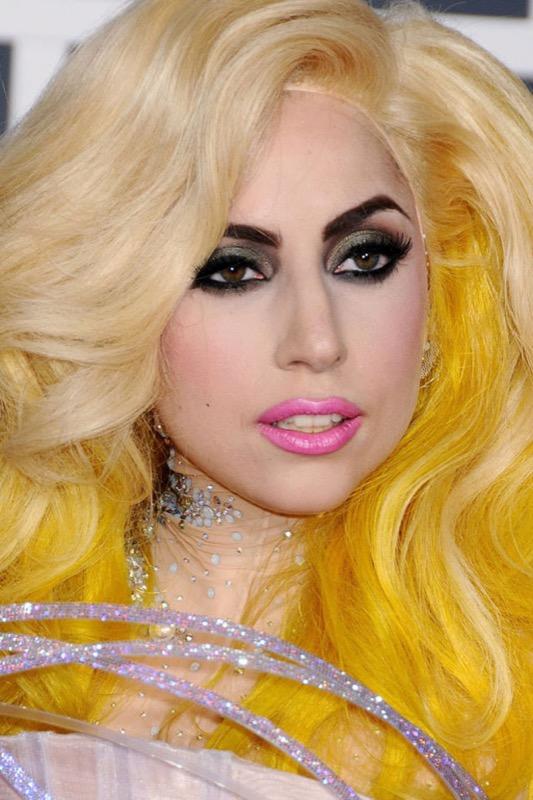 ClioMakeUp-star-less-makeup-da-piu-a-meno-trucco-trasformazioni-celebrita-17