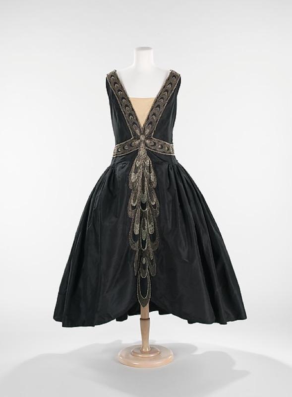 ClioMakeUp-principesse-disney-storicamente-accurate-look-abiti-vestiti-storia-4.jpg