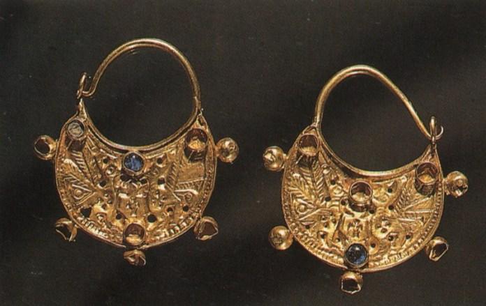 ClioMakeUp-orecchini-forma-viso-pendenti-piccoli-medioevo