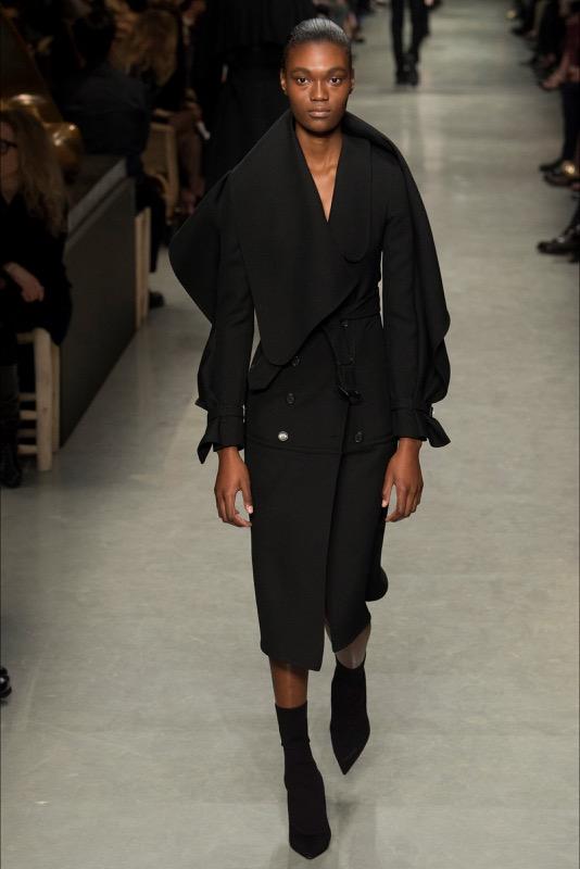 ClioMakeUp-maniche-con-balze-svasate-trend-primavera-estate-2017-outfit-idee-abbigliamento-2
