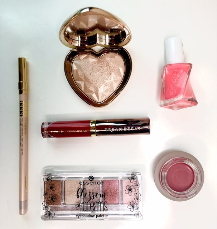 ClioMakeUp-flop-marzo-2017-kiko-essence-too-faced-urban-decay-pupa-essie-6