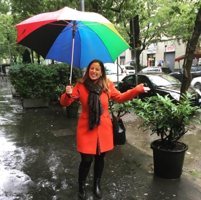 ClioMakeUp-come-vestirsi-quando-piove-outfit-pioggia-trench-giacca-stivali-ombrello-cappello-jeans-zainetto-borsa-2