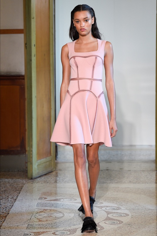 ClioMakeUp-millennial-pink-rosa-primavera-2017-abbinamenti-outfit-sfilate-look-accessori-23