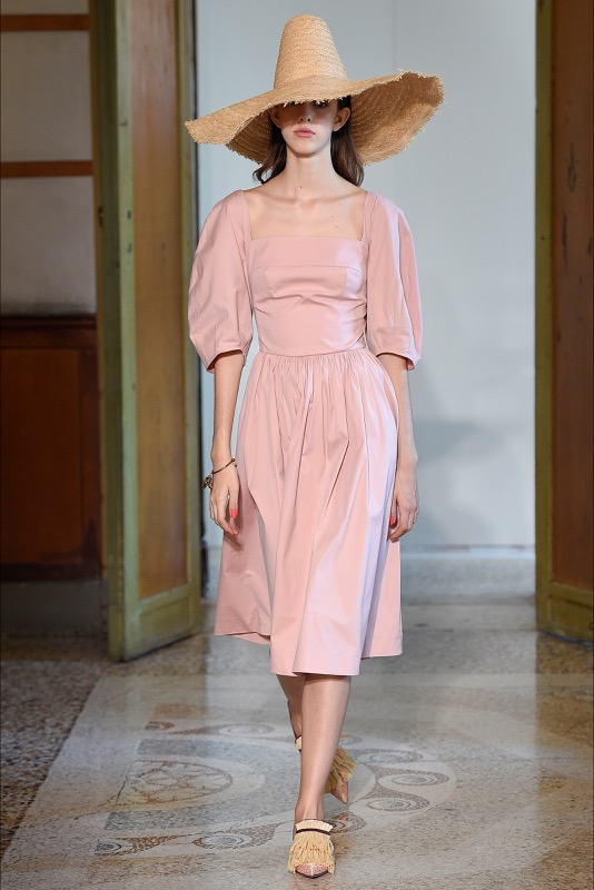 ClioMakeUp-millennial-pink-rosa-primavera-2017-abbinamenti-outfit-sfilate-look-accessori-21