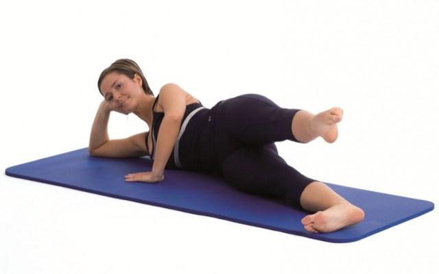 ClioMakeUp-forme-lato-b-pera-pesca-pomodoro-cuscino-esercizi-squat-10
