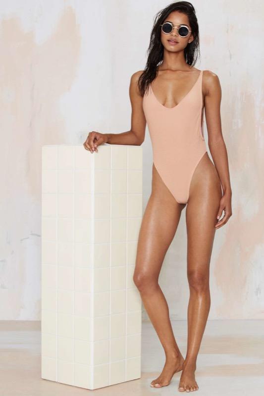 ClioMakeUp-accessori-nude-estate-carnagione-costumi-da-bagno-occhiali-da-sole-3