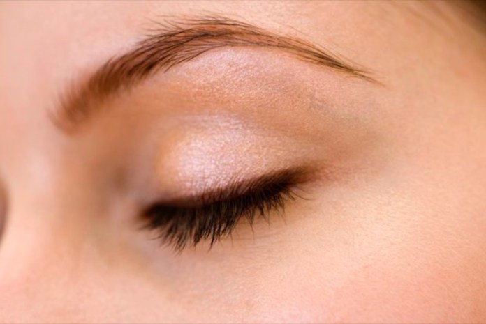 ClioMakeUp-palpebra-oleosa-trucco-rimedi-ombretto-eyeliner-mascara-primer-4