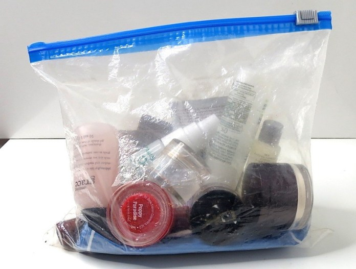 ClioMakeUp-beauty-viaggio-bagaglio-a-mano-cosmetici-prodotti-liquidi-12