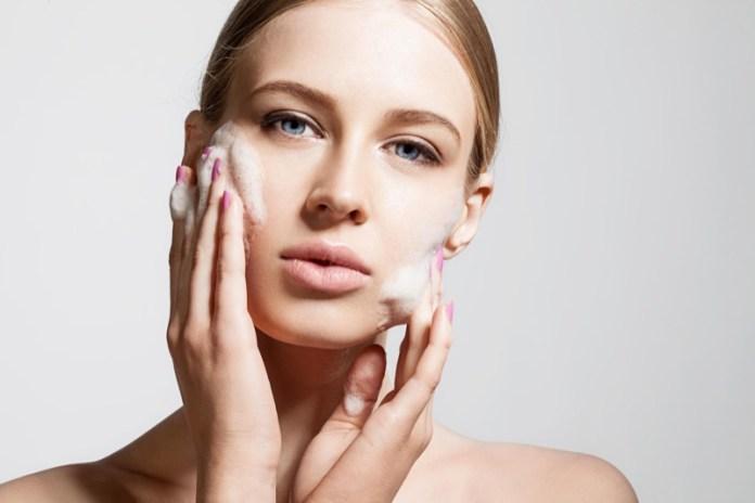 ClioMakeUp-errori-applicazione-prodotti-skincare-creme-sieri-detergenti-11