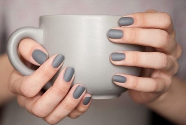 ClioMakeUp-nail-art-unghie-corte-facili-semplici-eleganti-moda-manicure-pois-righe-puntini-5