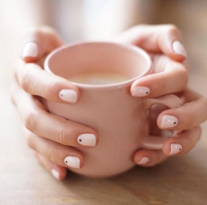 ClioMakeUp-nail-art-unghie-corte-facili-semplici-eleganti-moda-manicure-pois-righe-puntini-2